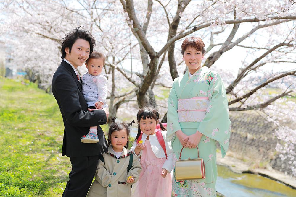 入学入園姉妹と桜で家族フォト 【可児市】