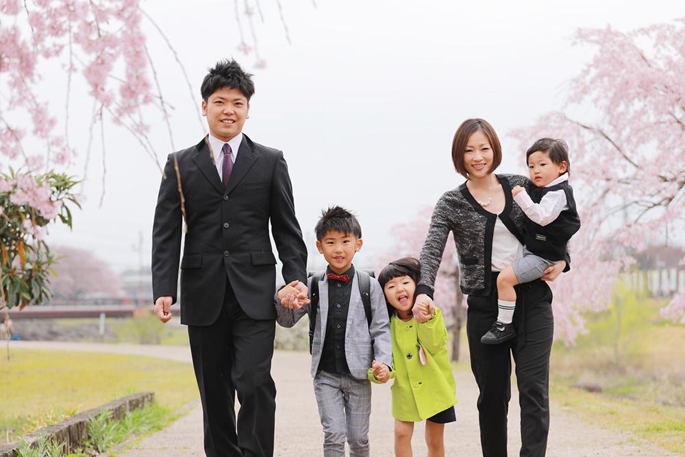 兄弟で桜フォト 小学校入学 【可児川】