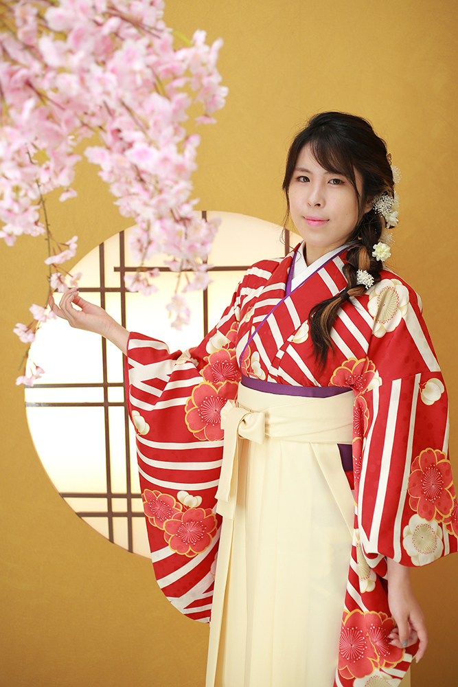 白色の袴でおしゃれ【岐阜県】